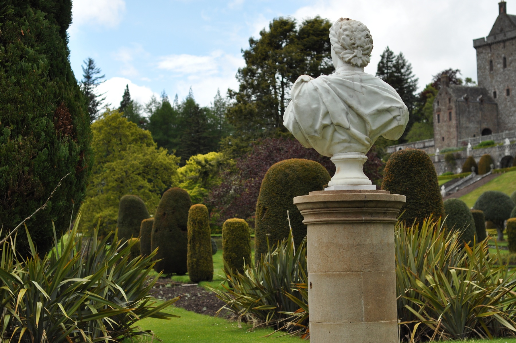 Greco-bust-looking-into-topiary-Drummond-Castle-Gardens-2-June-2015 ...